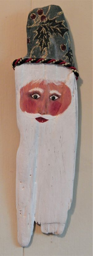 driftwood_santa_13_inches_green_hat_120